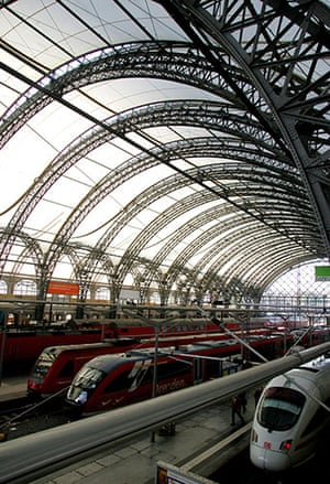 Norman Foster: Dresden Railway Station designed by Foster and Partners