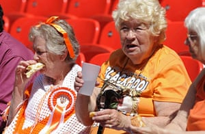 Play off Final: Blackpool fans tuck into their tea and sarnies