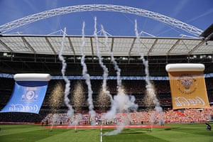 Play Off Final: Fireworks as teams come out