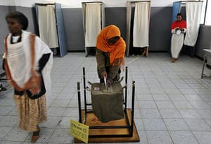Ethiopia elections: An Ethiopian woman casts her vote at a polling station in Addis Ababa