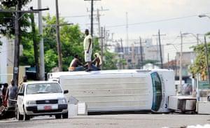 Jamaica: Demonstrators blocking a street in Sapnish Town