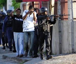 Jamaica: Police arrest several men in Mannings Hill Road, Kingston