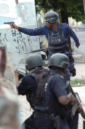 jamaica violence: Soldiers clash with supporters of Dudus in Kingston, Jamaica