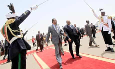 Sudan's President al-Bashir welcomes Eritrea's President Afewerki at Khartoum Airport
