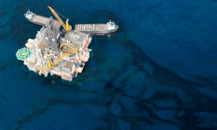 Oil around Deepwater Horizon rig