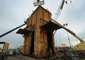 Deepwater Horizon : Oil Spill Reaches Louisiana Gulf Coast : the Pollution Control Dome