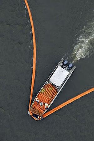 Deepwater Horizon : Massive Oil Spill Reaches Louisiana Gulf Coast
