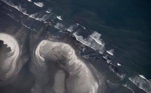 Deepwater Horizon oil rig: Oil spill  reaches coast of Louisiana
