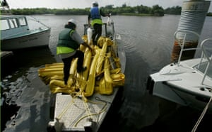 Deepwater Horizon oil rig: Oil spill reaches Louisiana coast : Fishermen lay oil boom