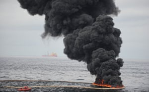 Deepwater Horizon oil rig: Oil spill reaches Louisiana coast : a controlled oil fire