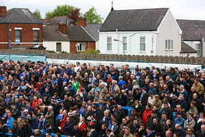 Chesterfield : Chesterfield fans watch the match