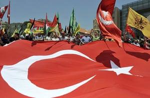 Israel protests: Palestinian refugees and Lebanese leftists carry a huge Turkish flag