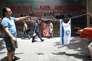 Israel protests: People burn Israeli and American flags in Thessaloniki