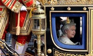 Queen makes way to Parliament for Queen's Speech