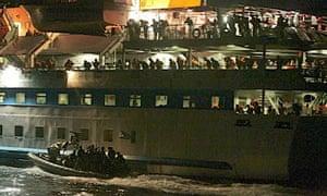 Israeli commandos intercept the Mavi Marmara in early hours of 31 May 2010