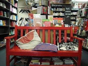 Bookshops: Bookseller Crow