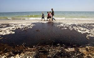 BP oil spill: Deepwater Horizon oil spill: the coast along Gulf shores