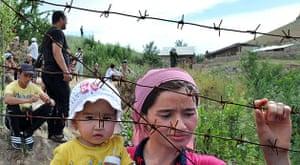Uzbek refugees: A mother and her daughter at the Kyrgyz-Uzbek border