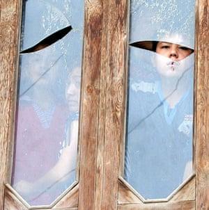 Uzbek refugees: Children at the window of a house at the Kyrgyz-Uzbek border in Suratash