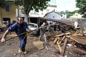 Flooding in France: People clean in the aftermath of floodin