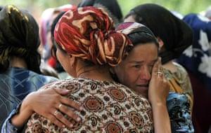 Uzbek refugees: Ethnic uzbek women cry in the village of Nariman