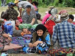 Uzbek refugees: Ethnik Uzbek women in a refugee camp outside the village of Begabad