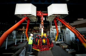 Grand Pier: Construction workers finish work to a ride