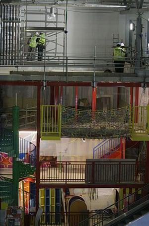 Grand Pier: Construction workers complete the interior