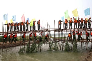 Chian flooding: A team of Chinese rescuers set up an emergency dyke in Lianyungang