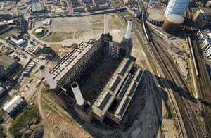 Battersea power station: 2006: Aerial view of derelict Battersea power station