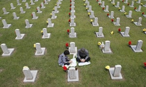 Korean War anniversary: Lee Young-sil and her husband mourn in front of the grave of her father