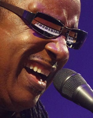 Bands: Stevie Wonder's piano is reflected in his sunglasses