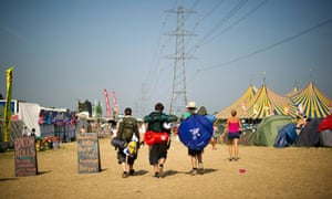 Festivalgoers leave Glastonbury