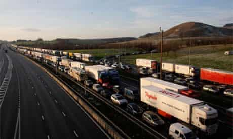 Traffic queues on the M20