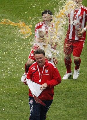 Rafa's Replacements: Bayern Munich's coach van Gaal gets a beer shower