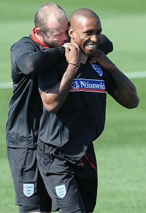 England training: England's Wayne Rooney (L) and Jermain Defoe