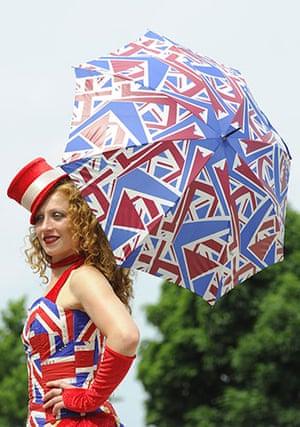 Epsom Derby 2010: Umbrella