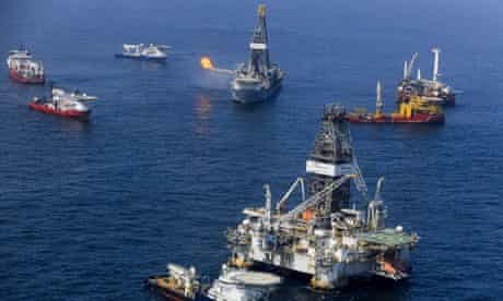 Discoverer Enterprise captures flames in Gulf of Mexico