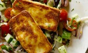 Paprika halloumi salad