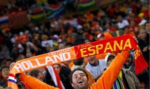 sport: A fan holds up a scarf