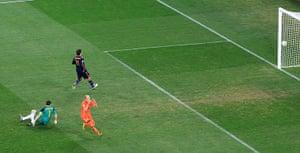 footy: Netherlands' Robben