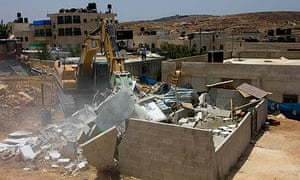 A Palestinian house is demolished in Bet Hanina