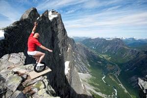 Norway balancing artist: Balancing Artist Eskil Ronningsbakken in Trollveggen, Norway