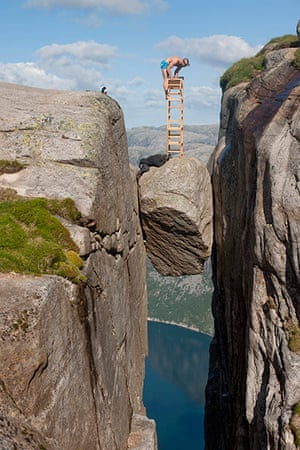 Norway balancing artist: Balancing Artist Eskil Ronningsbakken in Kjeragbolten, Rogaland, Norway