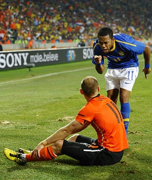 Netherlands versus Brazil: Robinho lets Arjen Robben know that he thinks