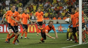 Netherlands versus Brazil: Netherlands defend in numbers to protect their 2-1 lead
