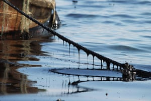 Dalian oil fire in China: Oil coats a boat rope