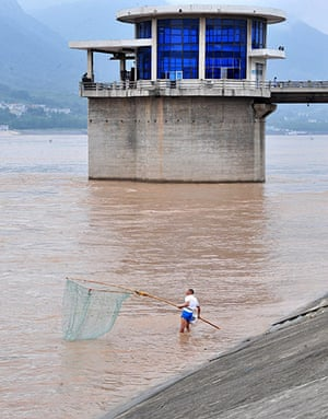 Three gorges dam: Three Gorges Dam in the resevoir, Yichang, Hubei Province
