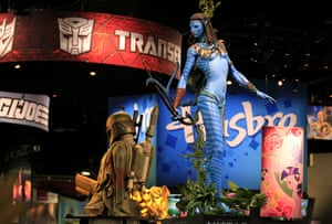 Comic Con: Figures of Neytiri from Avatar and Boba Fett from Star Wars at Comic Con