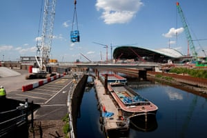 Olympic site: Olympic Park barge delivery_100524_029